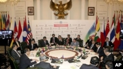 Southeast Asian foreign ministers and senior officials confer during Informal ASEAN Foreign Ministers Meeting in Jakarta, Indonesia, Tuesday, Feb. 22, 2011 to discuss a deadly border dispute that broke out between Cambodia and Thailand near an 11th centur