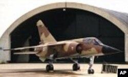 Um caça Mirage F-1, semelhante aos adquiridos pela Líbia