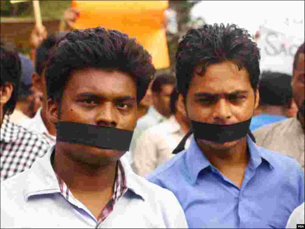 کراچی: ایگزیکٹ کے میڈیا ہاؤس کی نشریات پر پابندی کیخلاف احتجاجی مظاہرہ