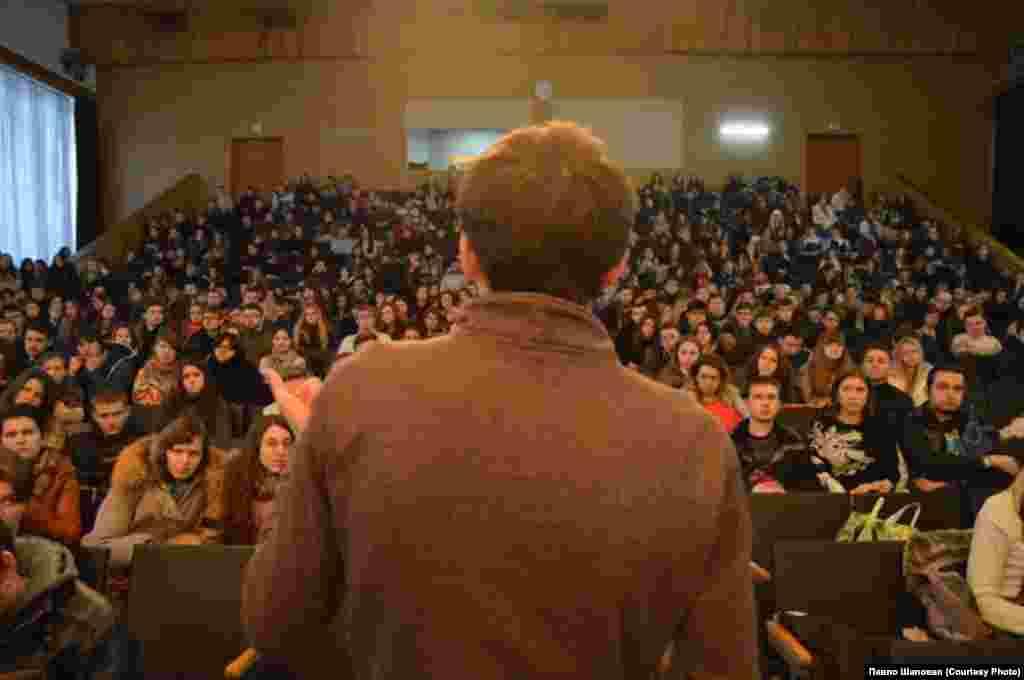НаУКМА Голова правничого факультету пояснив студентам, чому студентський страйк є неможливим.