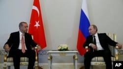 俄罗斯总统普京在圣彼得堡会晤土耳其总统埃尔多安(2016年8月9日)