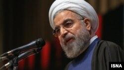 حسن روحانی رئیس جمهوری ایران در مراسم روز دانشجو در دانشگاه علوم پزشکی ایران، تهران، ۱۶ آذر ۱۳۹۳