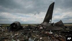 Hiện trường vụ rớt máy bay gần Luhansk, ngày 14/6/2014.