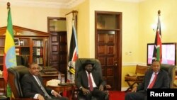 Ethiopia's Prime Minister Hailemariam Desalegn (L-R), South Sudan President Salva Kiir and Kenya's President Uhuru Kenyatta meet in the capital Juba, South Sudan, Dec. 26, 2013.