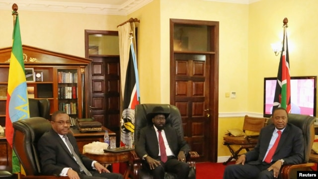 Ethiopia's Prime Minister Hailemariam Desalegn (L-R), South Sudan President Salva Kiir and Kenyan President Uhuru Kenyatta meet in the capital Juba, South Sudan, Dec. 26, 2013.