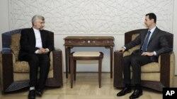 Foto yang dirilis oleh kantor berita resmi Suriah, SANA, menunjukkan foto kunjungan Sekretaris Dewan Keamanan Nasional Iran, Saeed Jalili ke Damaskus, menemui Presiden Bashar al-Assad (7/8).