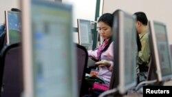 Phúc trình của RSF nói rằng tình trạng chính phủ đàn áp các trang mạng xã hội và các blogger nổi bật tại Việt Nam, nước xếp thứ 174 trên bảng xếp hạng.