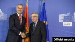 Crnogorski premijer Milo Đukanović i predsednik Evropske komisije Žan Klod Junker tokom susreta u Briselu