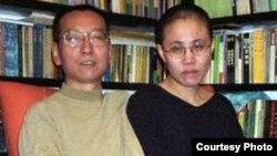 中国人权活动人士、诺贝尔和平奖得主刘晓波(左)及其妻子刘霞(右)。(资料照)