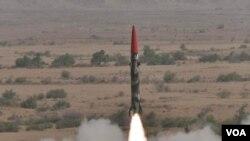 Ujicoba misil Pakistan, 8 Mei 2010.