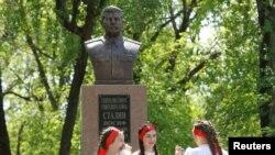 Stavropol vilayətində Stalinin büstü