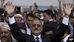 Yemeni President Ali Abdullah Saleh waves to his supporters, not pictured, during a rally in Sana'a, April 15, 2011 (file photo)