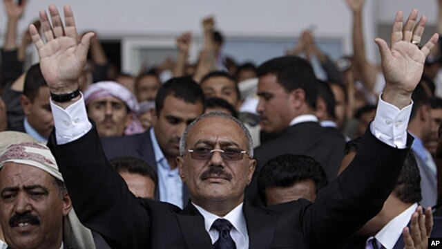 Yemeni President Ali Abdullah Saleh waves to his supporters (not pictured) during a rally in Sana'a, April 15, 2011 (file photo).