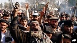 나토군의 코란 소각 사건에 항의하는 아프가니스탄 주민들.