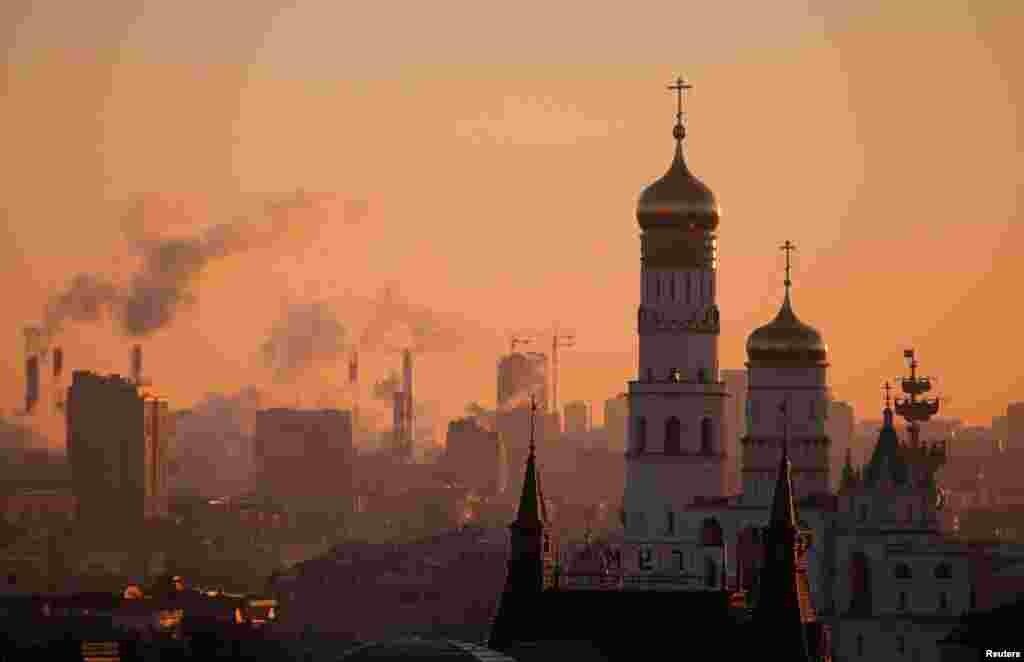 چشم انداز از برج ناقوس ایوان سوم روسیه در غروب مسکو.