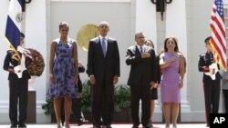 El presidente Barack Obama visitó El Salvador el 22 de marzo de 2011. Una semana antes, miembros del servicio secreto habrían visitado tres noches seguidas un club nocturno donde habrían contratado prostitutas.