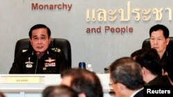 Pimpinan Militer Thailand Jenderal Prayuth Chan-ocha dalam rapat dengan para Duta Besar Thailand di Markas Besar Tentara Kerajaan Thailand di Bangkok, 11 Juni 2014 (Foto: dok).