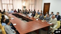Handout picture from the Colombian Government shows delegations of FARC-EP (L) and the Colombian Government (R) holding a technical sub-committee meeting as part of their peace talks in Havana, Cuba, March 5, 2015.