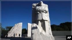 美国民权代表人物马丁.路德.金纪念碑在首都华盛顿落成