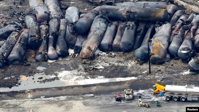 Les restes d'un train dont des wagons-citernes ont explosé le 6 juillet à Lac-Mégantic au Québec. Le 8 juillet 2013.