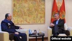 Predsednik vlade Crne Gore Milo Djukanovic i glavnokomandujuci zdruzenih snaga NATO u Evropi Filip Bridlov.