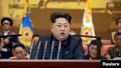 북한의 김정은 국방위 제1위원장이 지난 24, 25일 평양에서 열린 조선인민군 제5차 훈련일꾼대회에서 연설하고 있다.