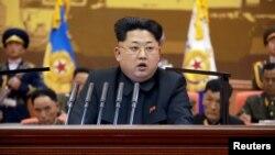 Kim Jong Un memberikan pengarahan di depan pertemuan pemimpin militer Korea Utara (foto: dok).