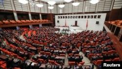 Turski poslanici glasaju o slanju trupa u Libiju