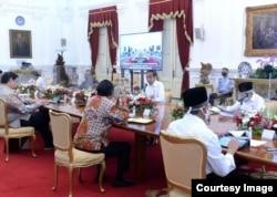 Presiden Jokowi beserta Menteri dalam rapat terbatas di Istana Merdeka Jakarta , Senin (3/8) (Setpres RI)