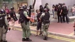 """港人七一上街抗議國安法 警首次依""""惡法""""逮捕港人"""