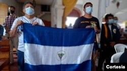 Familiares de víctimas de las manifestaciones de 2018 en una misa en la iglesia de San Miguel Arcángel, en Masaya, Nicaragua, el 20 de abril de 2021. Foto cortesía de Noel Miranda.
