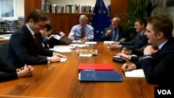 Robert Cooper në bisedimet Kosovë - Serbi