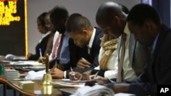 2013年8月6日津巴布韋股票交易所在政府宣布選舉結果之後,津巴布韋股價在星期一狂跌11%之後星期二又跌了2%。