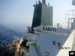 دو ماہ قبل ایران کے ایک تیل کے جہاز پر مبینہ طور پر دو میزائل داغے گئے تھے — فائل فوٹو