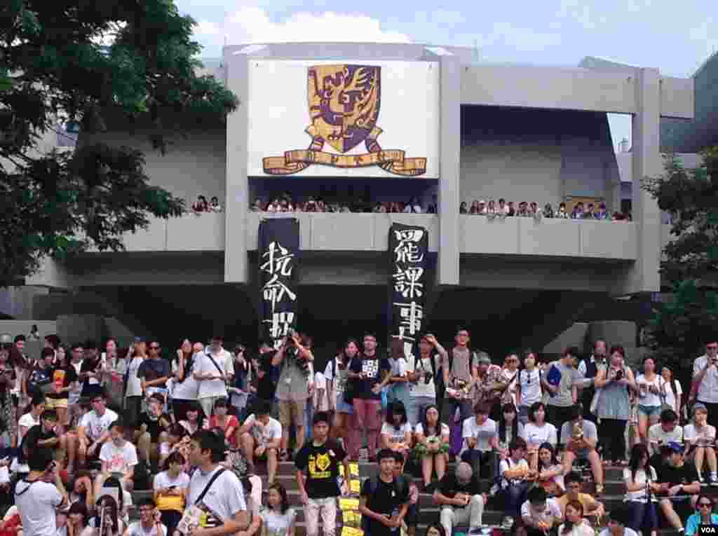 The students on strike have wide support from college administrators and faculty who have offered leniency to students who skip classes to attend the strike, Hong Kong, Sept. 22, 2014. (Hai Yan / VOA)