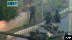 Ít nhất 20 người đã bị sát hại khi hằng trăm binh sĩ Syria và xe tăng tiến vào Daara để giải tán người biểu tình
