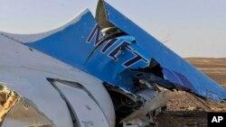 Potongan dari bagian ekor pesawat Metrojet Rusia yang jatuh di Semenanjung Sinai, Mesir Sabtu (31/10).