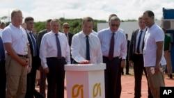 Председатель правительства РФ Дмитрий Медведев на церемонии введения в эксплуатацию нефтяной скважины. Куба. 4 октября 2019 г.