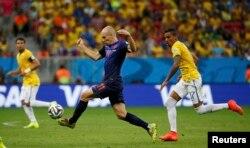 Le Néerlandais Arjen Robben contre le Brésil pour le Mondial 2014.