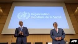 El presidente de Ruanda, Paul Kagame, (I) y el Director General de la Organización Mundial de la Salud, Tedros Adhanom Ghebreyesus, durante la apertura de la Asamblea de la OMS en Ginebra, Suiza, 21-5-18.