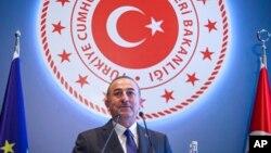 """Dışişleri Bakanı Mevlüt Çavuşoğlu, """"ABD'yle ortak bazı devriyeler var, onun dışında atıldığı söylenen adımlar kozmetik adımlardır"""" ifadelerini kullandı."""
