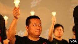 香港支联会等团体每年6月初在维多利亚公园举行纪念八九民运和六四事件的烛光晚会。民运人士在晚会上手持蜡烛