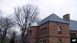 新泽西州某私立高中校园一角