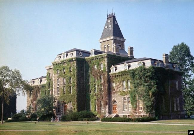 康奈爾大學校園大約1870年建造的麥克格羅禮堂(資料照)