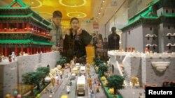 """Bantuk sebagian bangunan dari """"Forbidden City"""", komplek istana di Beijing, yang disusun dari balok-balok lego (foto: ilustrasi)."""