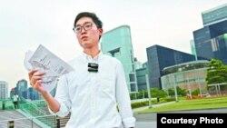 香港民族党的召集人陈浩天撕毁选管会通知