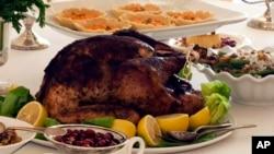 La cena de pavo y compras tempranas ya es parte de la tradcion en algunos países como El Salvador y Guatemala.