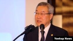 22일 한국경영자총협회 주관으로 열린 경총포럼에서 강연하는 김성환 한국 외교통상부 장.