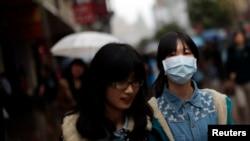 上海市已經有市民戴口罩上街