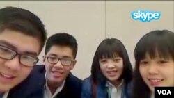 Bốn đại diện của Việt Nam tại cuộc thi Intel ISEF 2015 (từ trái qua) Lâm Vũ Hoàng, Trần Quốc Cơ, Phan Mậu Thủy Tiên, và Đoàn Ngọc Anh Thư trò chuyện với VOA qua Skype.